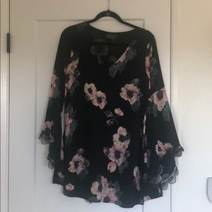 ASTR bell sleeve black floral dress S